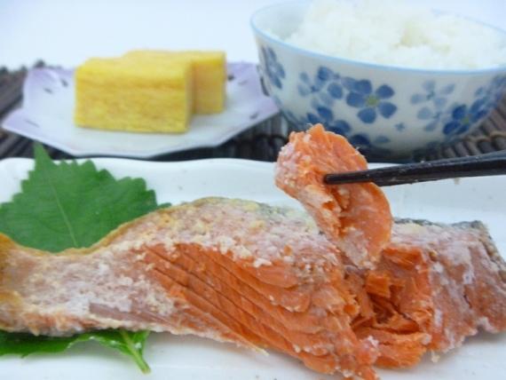 これが本物の塩引き鮭!『幻のしょっぱい紅鮭・雪鮭漬』 と 『天然甘塩紅 鮭』たっぷり8切れセット !【文藝春秋SPECIAL 掲載商品】