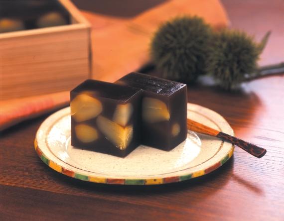 「栗羹」 十勝産小豆を長時間じっくりと練り込んだ 亀じるしの最高級羊羹