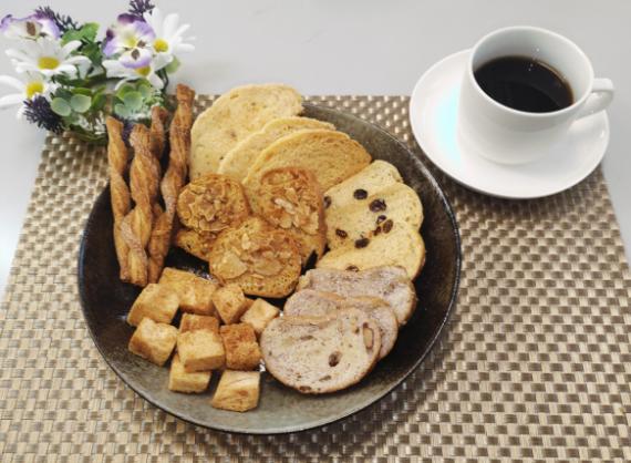 【逸品定期便掲載商品】パン屋さんの本格ラスク7種詰め合わせ                               手作りパン屋の職人が1枚1枚丁寧に焼き上げました。