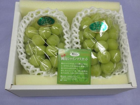 岡山県産「シャインマスカット」【青秀】2〜3房(1kg)糖度が高くて種がなく皮ごと食べられるのが特徴の葡萄です。