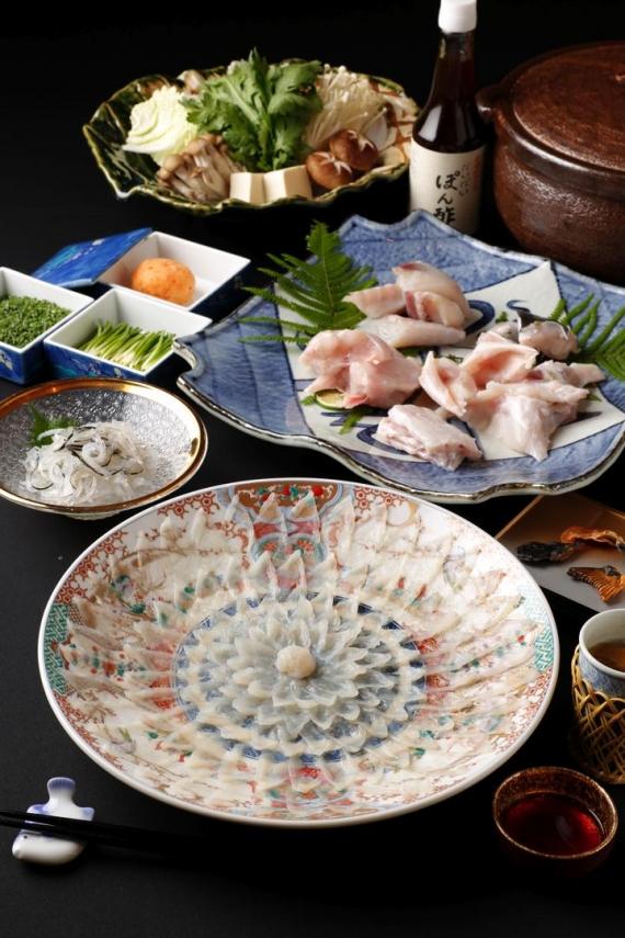 伊藤博文が愛したふぐの味 とらふぐ料理セット 4人前 (絵柄陶器皿)